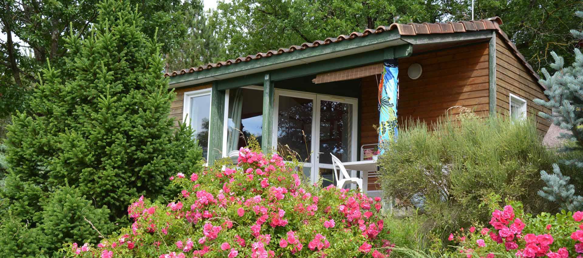 Location de vacances en chalet d tente dans le lot et garonne for Camping cahors piscine